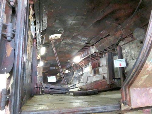 海上保安資料館横浜館工作船の後ろから船体内