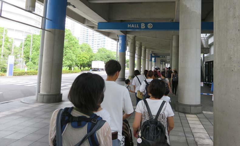 トミカ博2019横浜の会場前行列