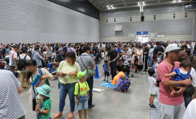 トミカ博2019横浜の会場内行列がすごい