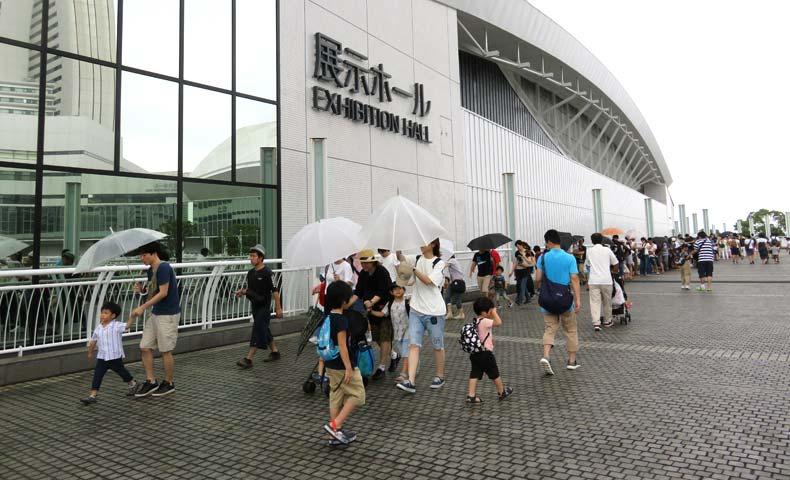 トミカ博2019横浜午後は外にも行列