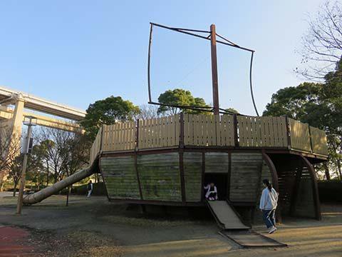 瀬戸大橋記念公園遊具「夢丸」