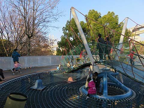 瀬戸大橋記念公園遊具「夢丸」の上
