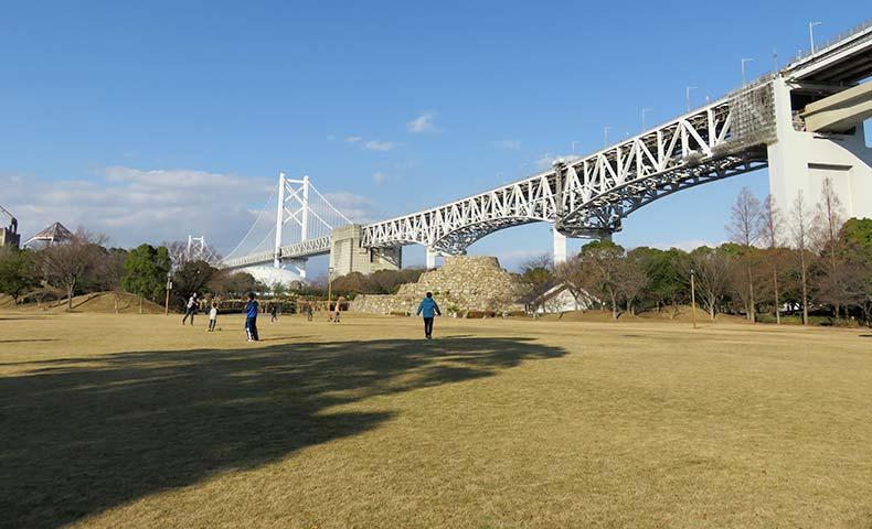 瀬戸大橋記念公園生芝広場