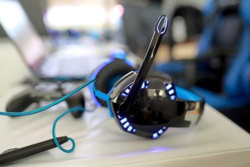 ネットゲーム用のヘッドフォン